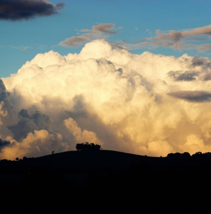 Big sky over Kelston